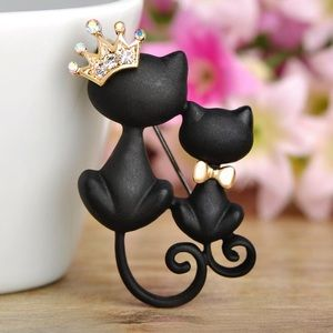 Jewelry - Two Black Cats Brooch with Crown